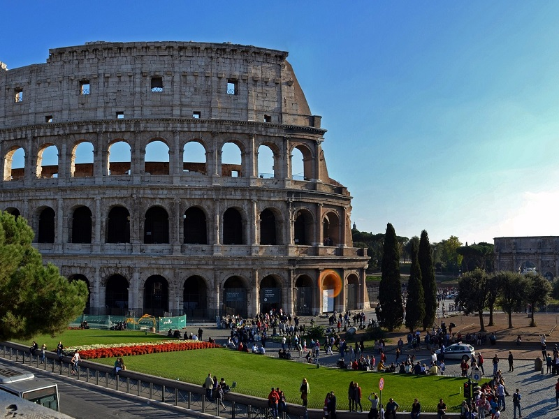 https://www.villaerasi.com/wp-content/uploads/2016/02/Colosseo_Villa-Erasi-Bed-and-Breakfast-Fiumicino-1.jpg