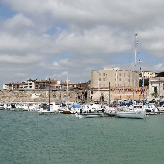 https://www.villaerasi.com/wp-content/uploads/2016/03/Civitavecchia-Porto3_Villa-Erasi-Bed-and-Breakfast-Fiumicino-540x540.jpg