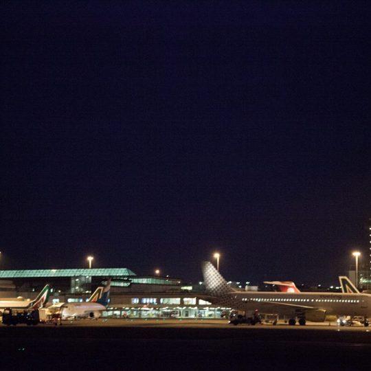 https://www.villaerasi.com/wp-content/uploads/2016/06/aeroporto-Fiumicino-di-notte_Villa-Erasi-Bed-and-Breakfast-Fiumicino-540x540.jpg