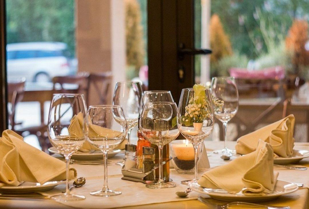 https://www.villaerasi.com/wp-content/uploads/2016/06/ristorante-di-pesce-Fiumicino_Villa-Erasi-Bed-and-Breakfast-Fiumicino-1080x730.jpg