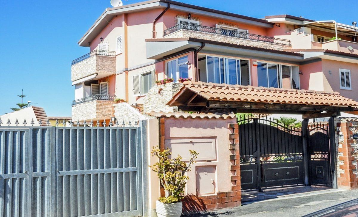 https://www.villaerasi.com/wp-content/uploads/2020/03/Villa-Erasi_esterno-1-min-1200x730.jpg