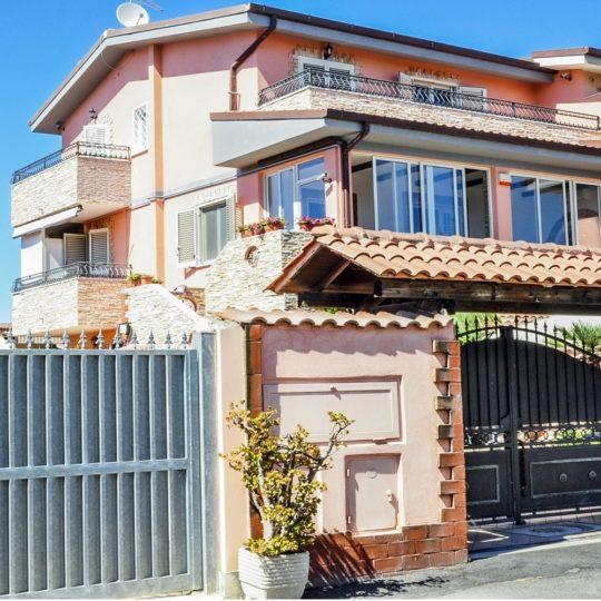 https://www.villaerasi.com/wp-content/uploads/2020/03/Villa-Erasi_esterno-1-min-540x540.jpg