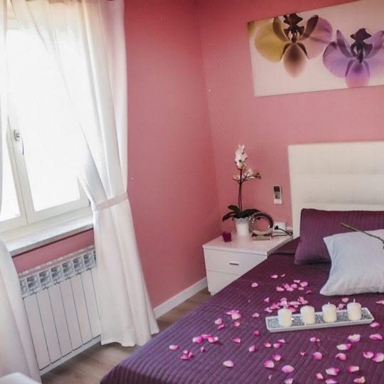 https://www.villaerasi.com/wp-content/uploads/2020/03/villa-erasi-camera-pink-slide1-min-540x540.jpg