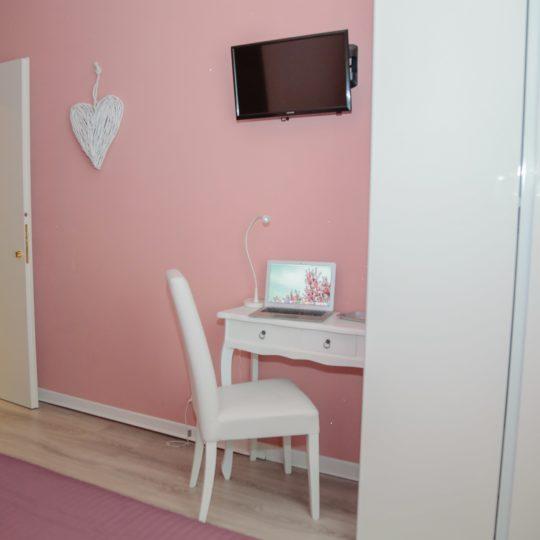 https://www.villaerasi.com/wp-content/uploads/2020/03/villa-erasi-pink-camera-slide2-min-540x540.jpg